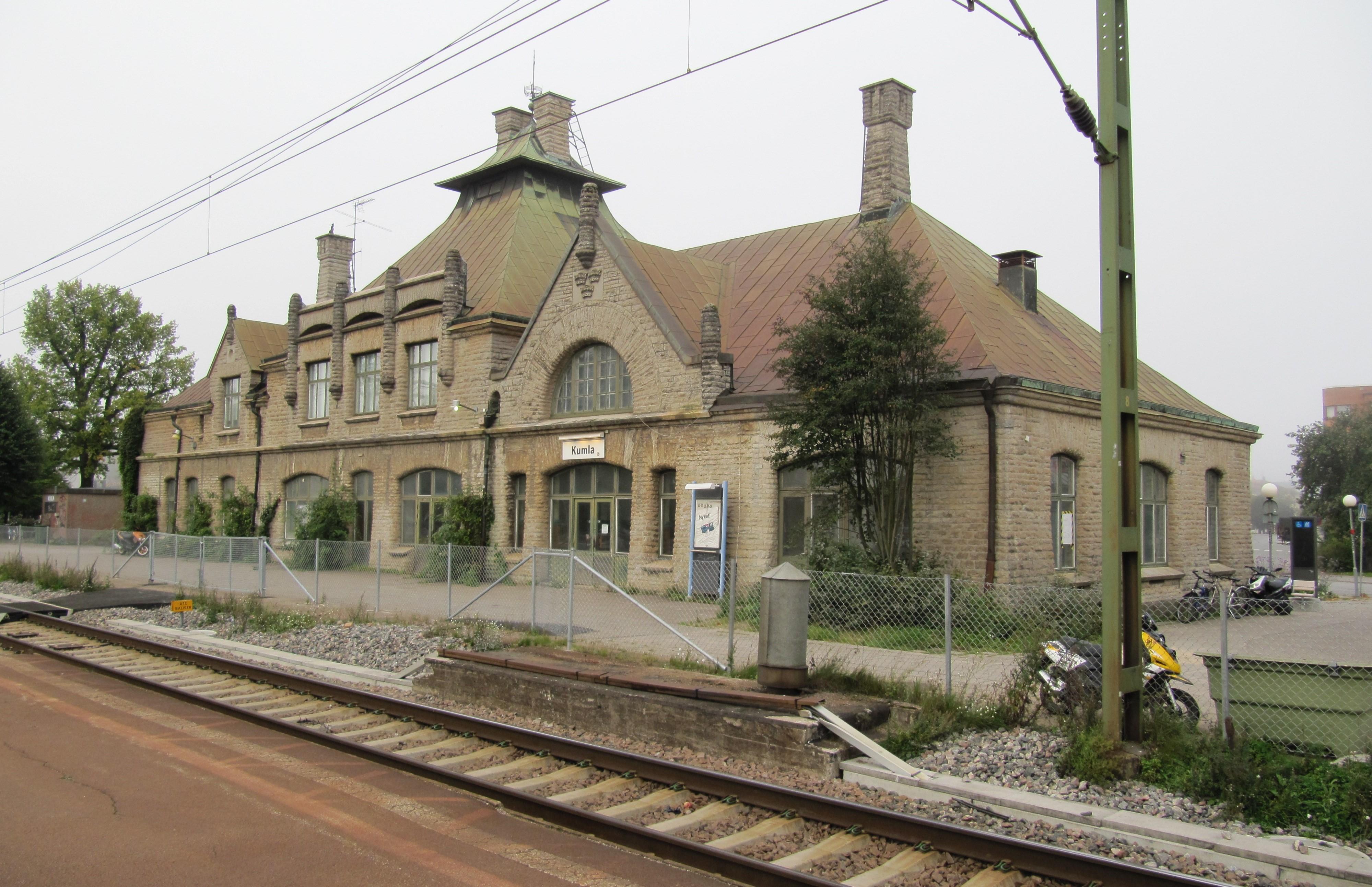 Träd som Bredvid Kumla tågstation i Kumlas kommun